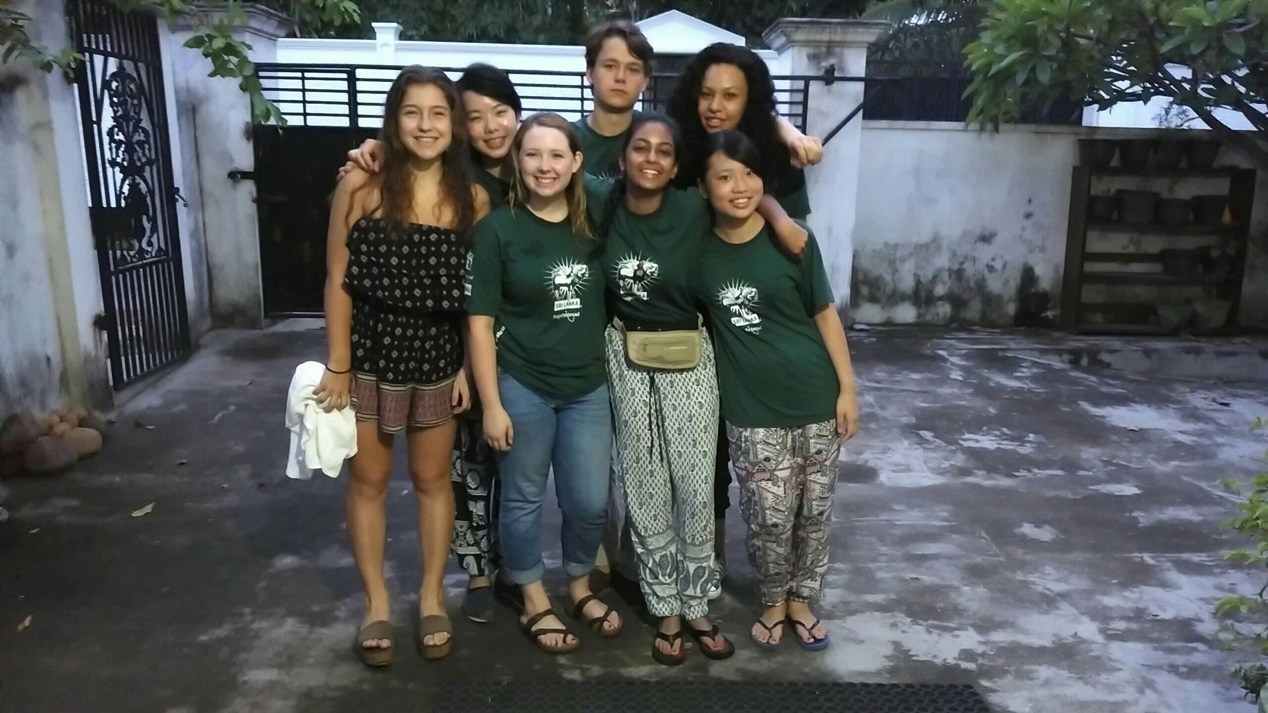 Projects Abroad interns prepare for their project work on our medical internship for high school students in Sri Lanka